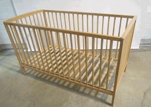 avis de rappel d un lit b b en bois amal 2 distribu par. Black Bedroom Furniture Sets. Home Design Ideas