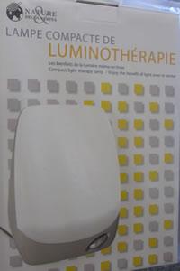 dgccrf avis de rappel d 39 une lampe compacte de luminoth rapie de marque nature d couvertes. Black Bedroom Furniture Sets. Home Design Ideas
