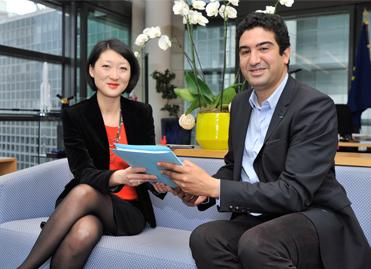 Tariq Krim remet son rapport sur les développeurs à Fleur Pellerin