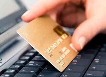 ordinateur et carte de paiement