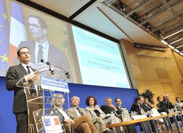 Benoît Hamon aux rencontres sur le financement de l'innovation sociale, à Bercy