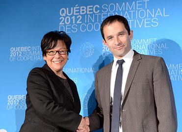 Benoît Hamon et Elaine Zakaib au Sommet international des coopératives à Québec