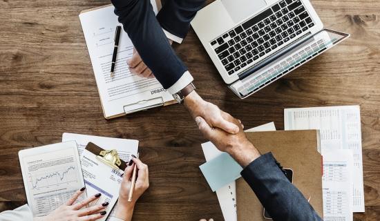 Signature de promesse de vente de fond de commerce dans le cadre d'une reprise d'entreprise