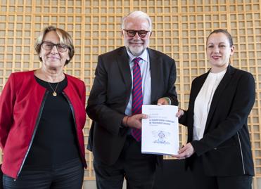 Philippe Lemoine, Marylise Lebranchu, Axelle Lemaire lors de la remise du rapport à Bercy, le 7 novembre 2014 ©MEF